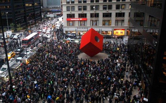 Демонстранты Occupy Wall